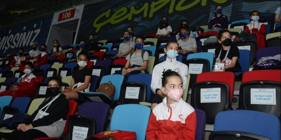 В Баку прошла встреча азербайджанских гимнастов с многократным чемпионом Европы и мира Владиславом Оскнером (ФОТО)