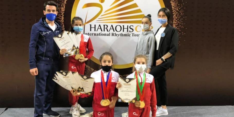Bədii gimnastlarımız Misirdən medallarla dönür