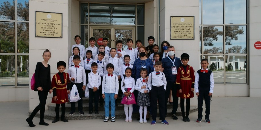 The ambassador of the Championships visits a boarding school for children with limited abilities