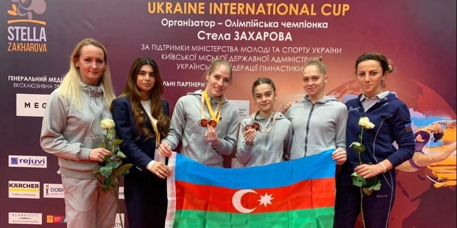 Qadın idman gimnastlarımız Kiyevdən medallarla dönür