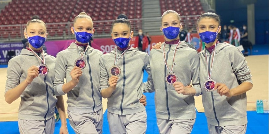 Празднование очередной медали наших девочек