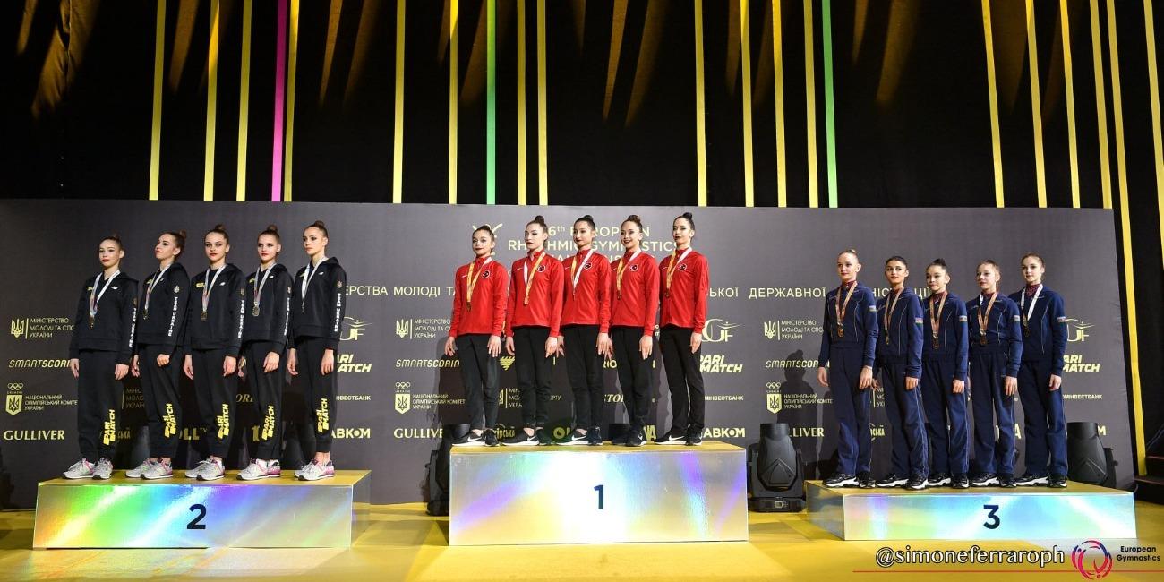 Еще одна медаль от нашей команды в групповых упражнениях