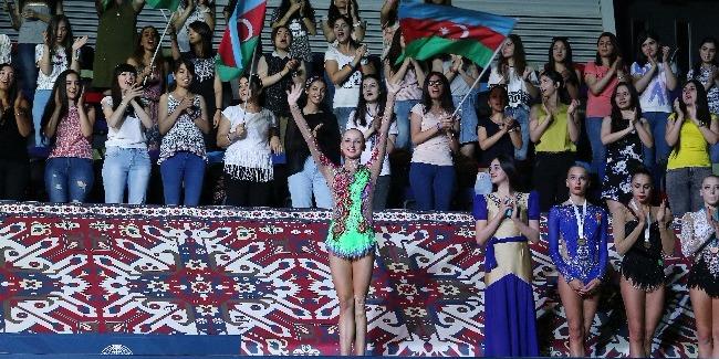 Doğma divarlar arasında bürünc medal və möhtəşəm təşkil edilmiş yarış