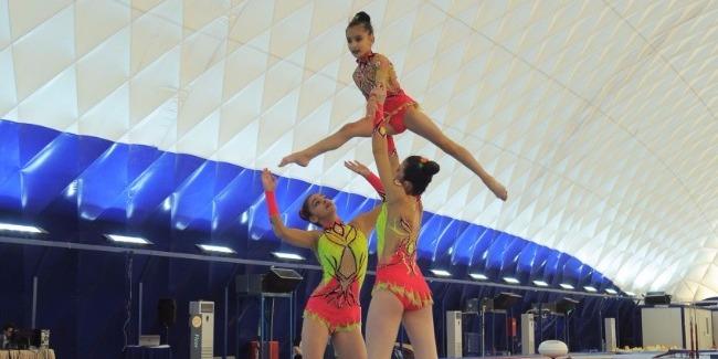 Birgə gimnastika yarışlarında akrobatların çıxışları yekunlaşdı