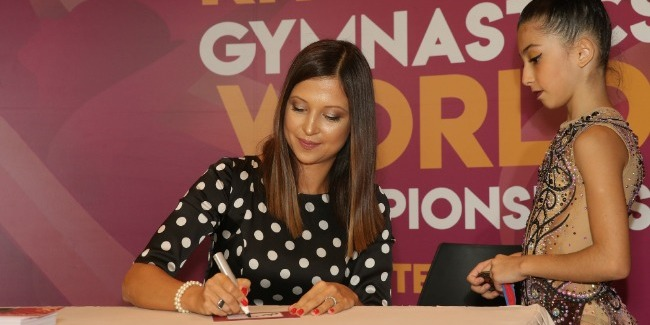 """The Ambassador of the World Championships meets with her fans at """"Bravo"""" supermarket"""