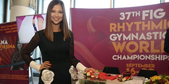 "Famous Yana Batyrshina sold her ""Gold"" ribbon for 2500 euros in Baku"